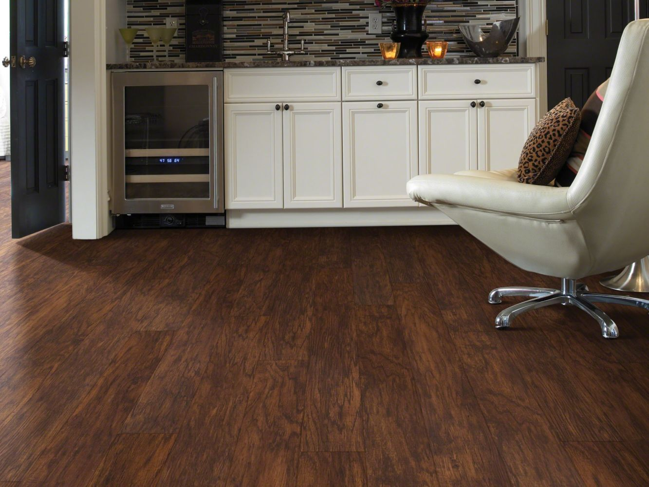 Shaw Floors Resilient Residential Classico Plank Rosso 00710_0426V