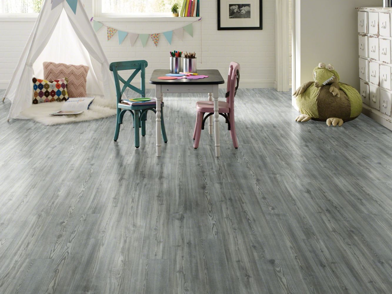 Shaw Floors Vinyl Residential Paragon 7″ Plus Fresh Pine 05052_1020V
