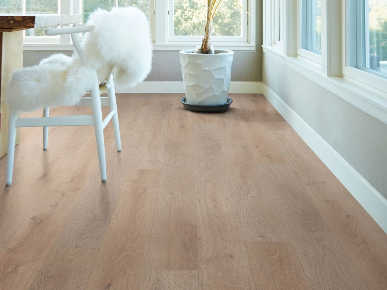 Shaw Floors Resilient Residential Distinction Plus Villa Oak 01090_2045V