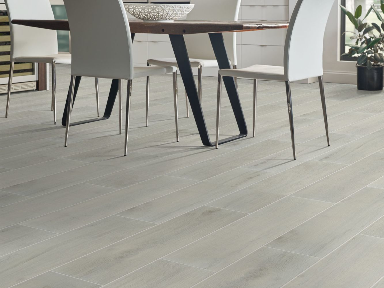 Shaw Floors Ceramic Solutions Regent 7×22 Silver 00550_290TS