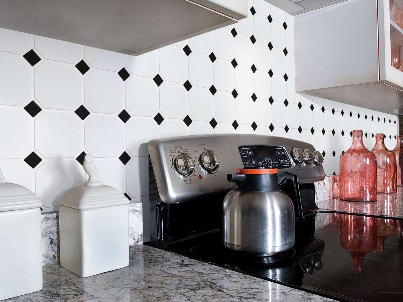 Shaw Floors Ceramic Solutions Elegance 4×4 W/Dot/Mosaic White/Black 00190_CS00Z