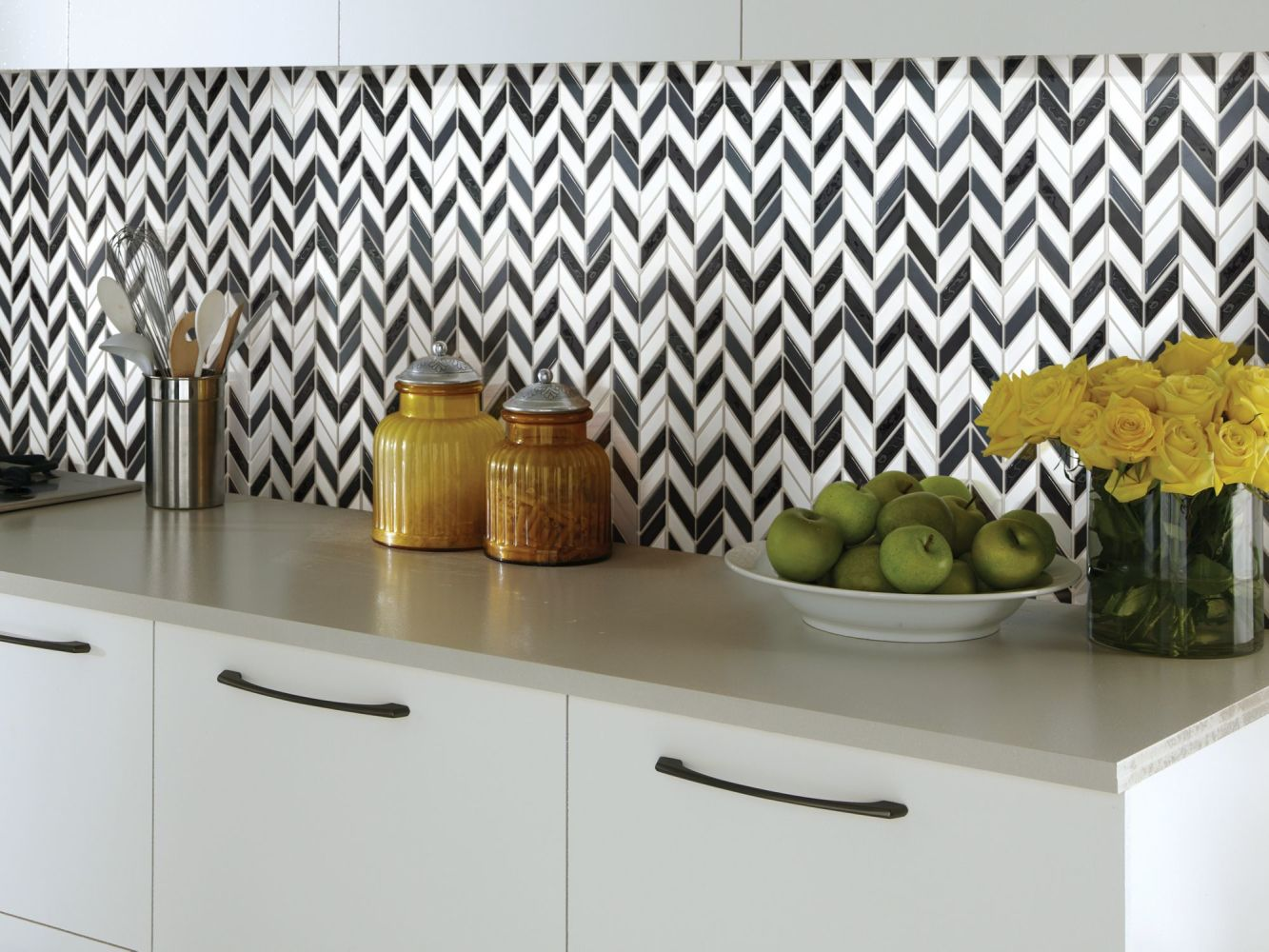 Shaw Floors Ceramic Solutions Geoscapes Chevron Black/White Blend 00151_CS46X