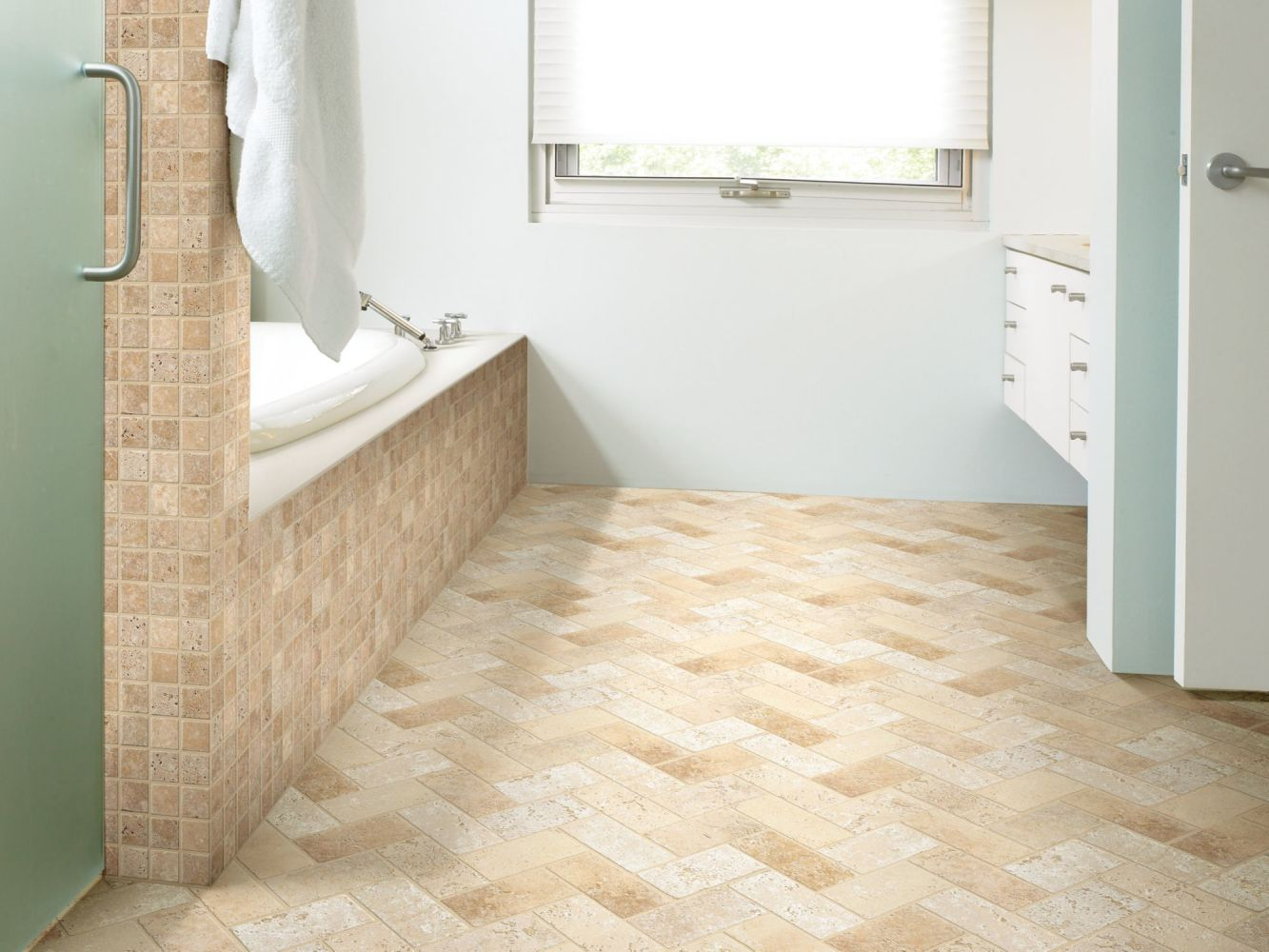 Shaw Floors Ceramic Solutions Turnbury 2×2 Mosaic Noce 00700_CS81H