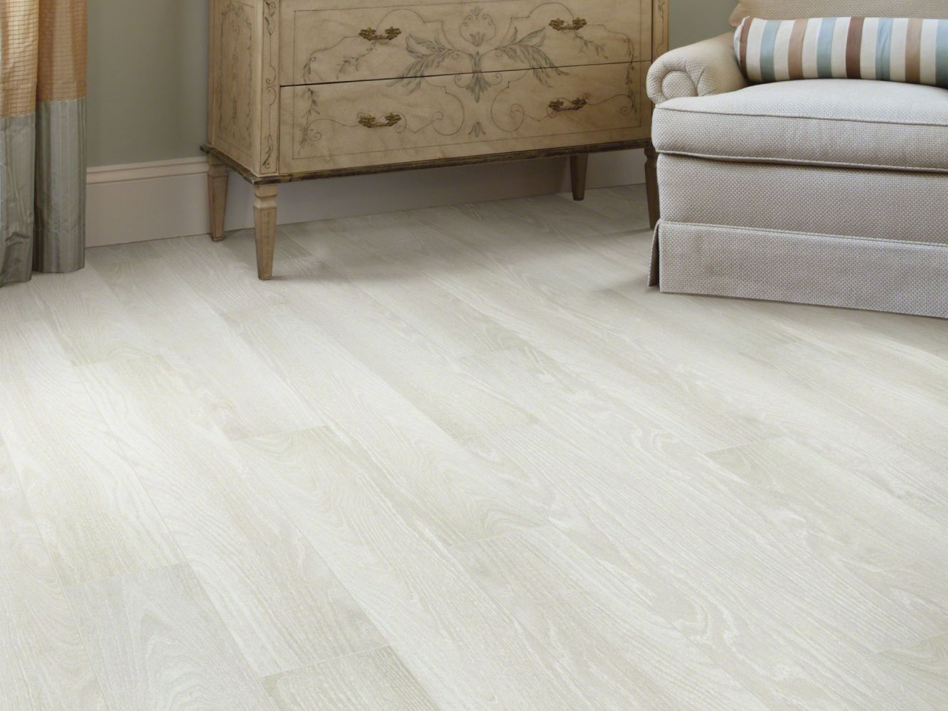 Shaw Floors Versalock Laminate Central Park Iced Oak 01018_SL112