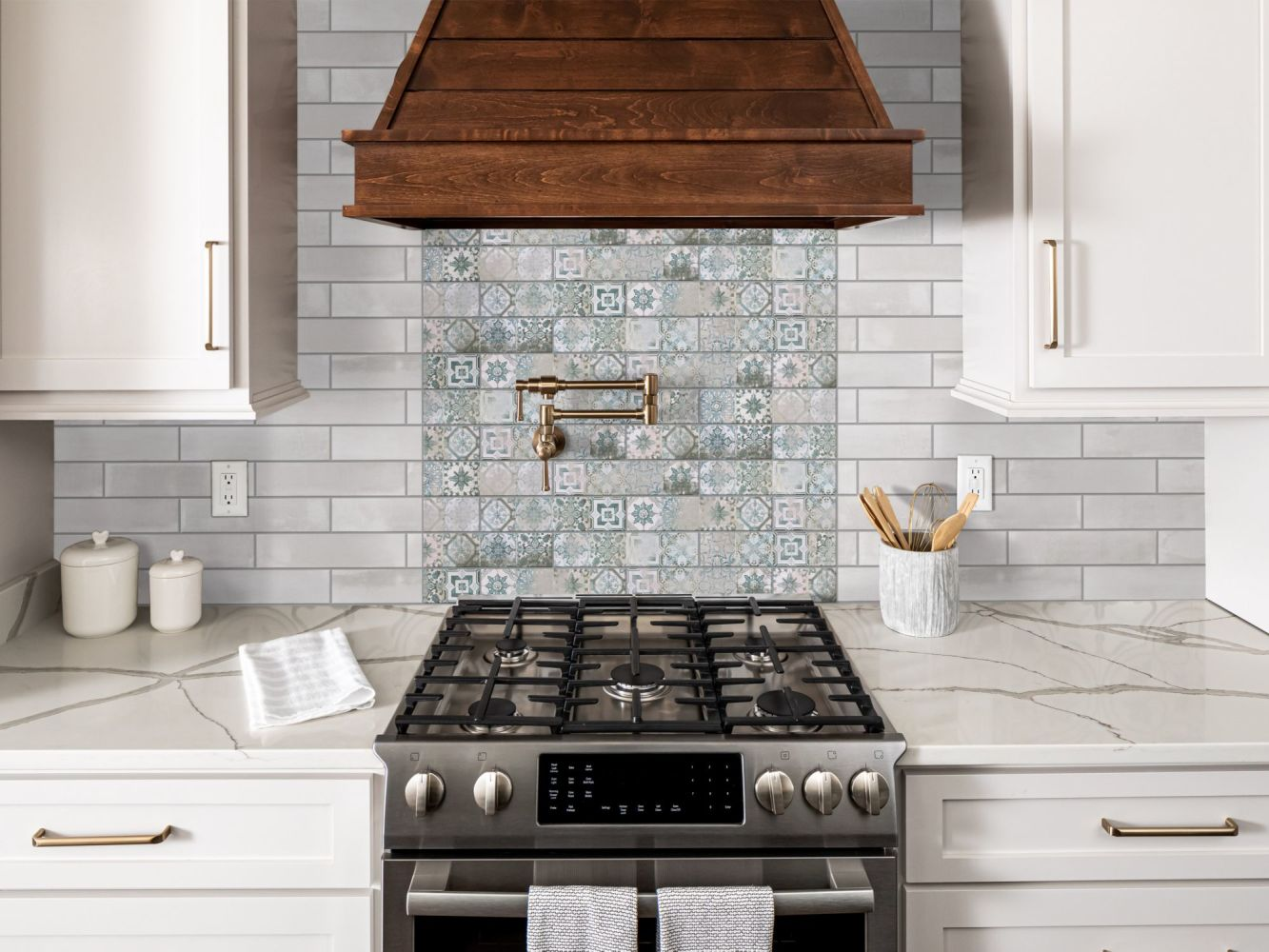 Shaw Floors Home Fn Gold Ceramic Tortona 2.5 X 11 White 00100_TG42E